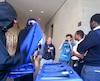 Des manifestants masqués ont tapé sur des bacs à recyclage et entonné plusieurs cris pour déranger un cours et forcer son annulation, hier matin. L'enseignante a donné son cours jusqu'à la fin devant une cinquantaine d'étudiants, malgré le tapage.