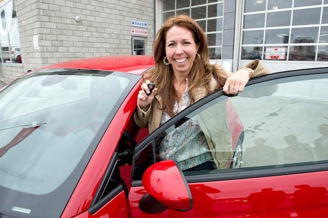 Isabelle Méthot-Dubé, la sœur de Christian, dans une voiture remportée en février. L'auto a été revendue 12 500 $.