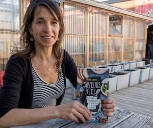 Renée Laurin était entourée de producteurs locaux lors du lancement de son livre, Saveurs d'ici, présenté à Montréal.