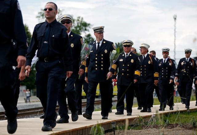 La communauté de Lac-Mégantic rendait hommage aux victimes de la tragédie, disparues l'an dernier, lorsqu'un train a explosé durant la soirée du 6 juillet 2013. Les services d'urgence étaient présents à la messe commémorative à l'église Sainte-Agnès, le 6 juillet 2014.