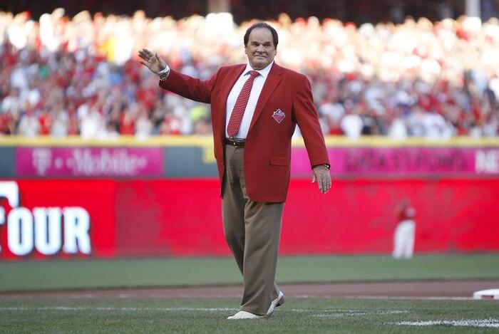 Pete Rose a accepté son bannissement à vie du baseball par le commissaire Bart Giamatti le 24 août 1989.