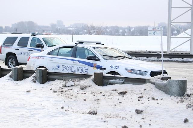 Des policiers de Québec ont abattu un automobiliste armé d'une machette au terme d'une poursuite policière survenue au cours de la nuit de lundi à mardi sur le boulevard Charest, à la hauteur de l'autoroute Henri-IV, à Québec, Québec, Canada. Le mardi 27 décembre 2016 MARC VALLIÈRE/AGENCE QMI
