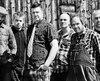 La formation punk-trad québécoise Carotté. De gauche à droite (Étienne Bourré-Denis), Simon Lavallée, Éric Roberge, Gérald Doré, Médé Langlois et Manue Lavallée. Photo Jean-François Michaud. 2017