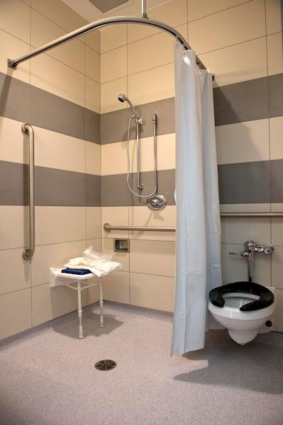 Chacune des 500 chambres a une salle de bain privée.