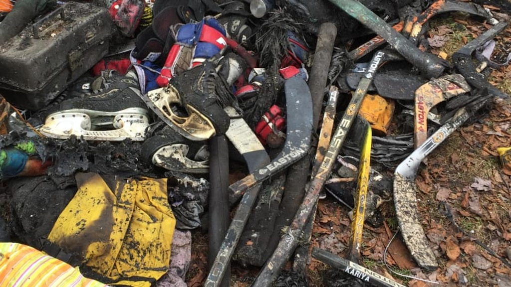 Des trésors parmi les décombres de la maison incendiée de Joé Juneau