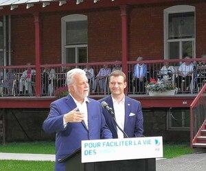 Le chef du Parti libéral du Québec, Philippe Couillard, et son député sortant, Luc Fortin