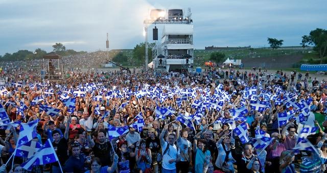 La foule pendant le spectacle de la fête nationale sur les plaines d'Abraham.