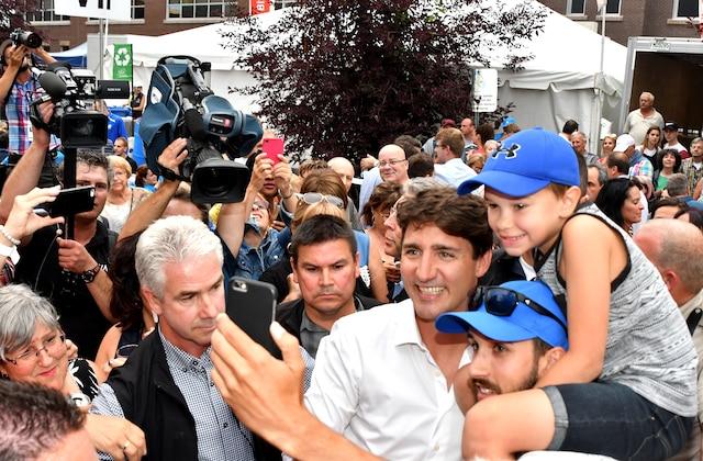 Le premier ministre du Canada, Justin Trudeau, a pris un bain de foule, mercredi, à Roberval.