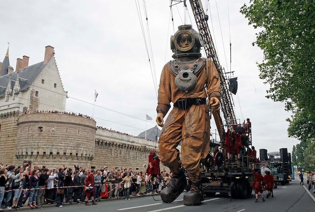 Les Géants déambuleront dans les rues de Montréal du 19 au 21 mai.