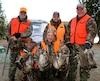Un groupe de chasseurs heureux d'avoir profité du territoire de la réserve. De gauche à droite, Michel Morency, Guylain Cotton, Gilles Dubois et Yvan Nolin. Debout au centre, le directeur de la réserve Marc-André Tremblay.