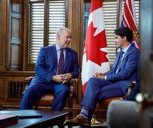 Justin Trudeau a également rencontré le nouveau premier ministre de la Colombie-Britannique, John Horgan (à gauche).