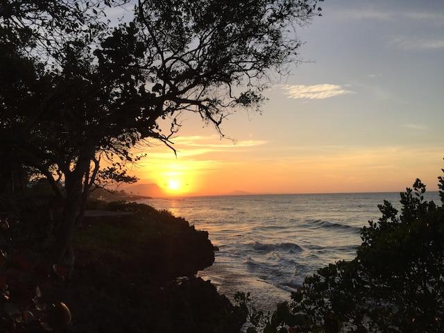 Tous les soirs, des couchers de soleil sur l'océan viennent clôturer des journées bien remplies.