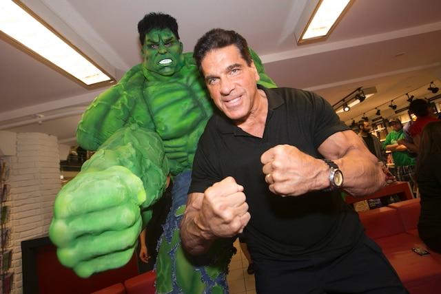 Hulk contre Hulk! Lou Ferrigno, qui a incarné L'incroyable Hulk, s'est mesuré à Salomon Boudreau. Le culturiste a grandement contribué au succès du Comiccon en ralliant ses célèbres acolytes. «J'ai voulu aider cette très sympathique organisation.»