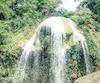 La fameuse chute à l'eau sulfureuse