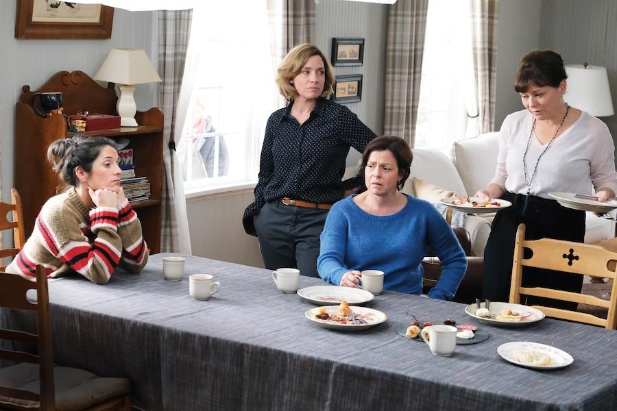 Marie-Paule (Ève Duranceau), Marie-Christine (Julie Beauchemin), Marie-Luce (Maude Guérin) et Marie-Louise (Martine Francke), quatre des cinq sœurs Goulet qui ne l'ont pas facile dans 5e rang.
