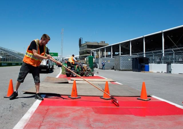 Les mécaniciens des écuries de Formule 1 et les employés chargés de la préparation du circuit Gilles-Villeneuve étaient à pied d'œuvre mercredi, à l'approche du Grand Prix du Canada. Les amateurs de course automobile sont invités mercredi à la traditionnelle journée portes ouvertes, tandis que les premiers essais libres se dérouleront demain.