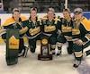 La Québécoise Geneviève Bannon (au centre avec le A sur le chandail) a remporté le championnat de hockey féminin de la NCAA avec les Golden Knights de Clarkson.