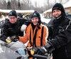 Le ministre des Transports, François Bonnardel, entouré du président de la Fédération des clubs de motoneigistes, Mario Gagnon (à gauche), et du directeur général, Stéphane Desroches.