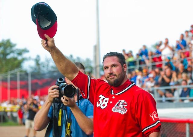 Pour son retour au jeu avec les Aigles, hier soir à Trois- Rivières, Éric Gagné a excellé au monticule face aux Capitales de Québec, au  plaisir de la foule.