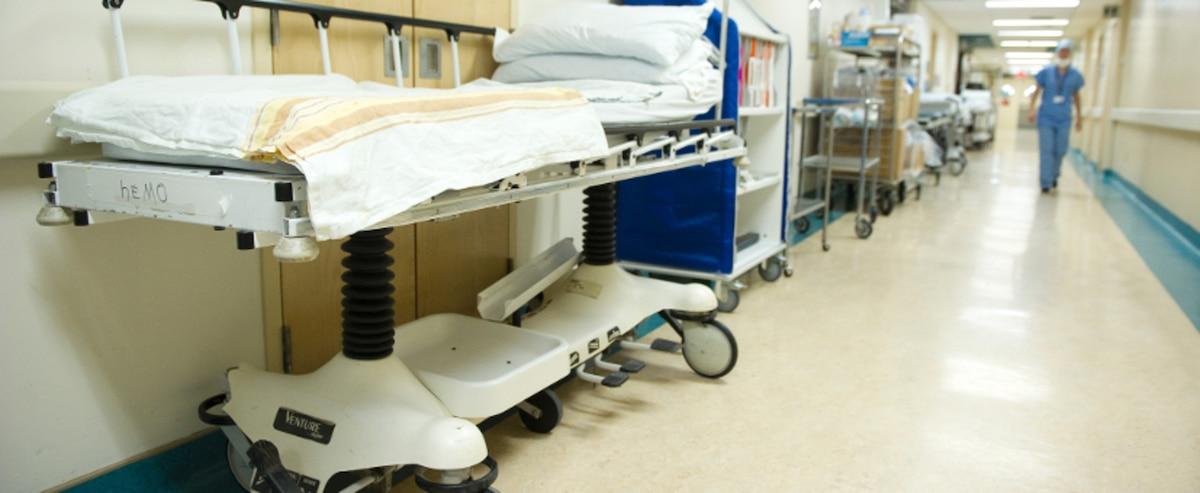 Hôpital de Jonquière: infirmière radiée pour avoir brutalisé une patiente - Le Journal de Montréal