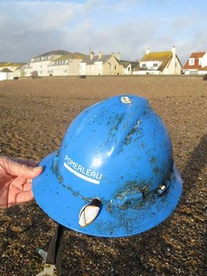 Son casque retrouvé sur une plage en Angleterre!