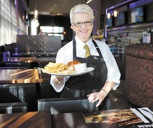 Louise Trépanier, 68 ans, réussit à garder un équilibre entre le travail et les loisirs grâce à un programme qui lui permet de réduire ses heures de travail.