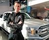 Le FordF-150 coûteentre 30 000$ et 100 000$. «La grande majorité des clients choisissent la location», observe le patron du concessionnaire Ford Saint-Basile, Charles-André Bilodeau. On le voit ici à son magasin, hier après-midi.