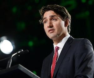 Justin Trudeau, qui promettait de défendre les gens de la classe moyenne, se retrouve maintenant en chevalier défenseur des banquiers.