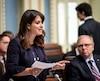 La vice-cheffe du Parti québécois, Véronique Hivon, accuse Philippe Couillard de considérer les femmes comme une minorité.