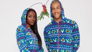 Image principale de l'article Une collection de onesies quétaines de couple