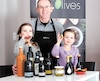 Danny Burns partage sa passion pour l'huile d'olive avec sa petite famille.