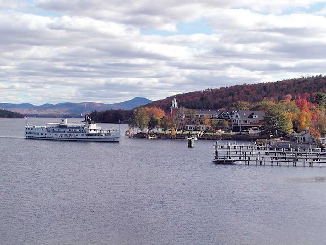 Mount Washington propose des croisières-brunchs romantiques sur le lac Winnipesaukee.