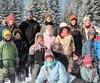 <b>Rangée du haut</b>: Kyria, 17 ans, Israël-Luc, 39 ans, Ézékiel, 16 ans, David, 15 ans, Agnès, 39 ans et Eliana, 12 ans. <br /> <b>Au centre</b>: Josué, 9 ans, Jonathan, 11 ans, Minha-Belle, 7 ans,Thalia, 15 ans, Nadya, 13 ans, Khael, 10 ans, et Jimmy, 12 ans. <br /> <b>Au sol</b>: Mikaela, 14 ans, Luana, 13 ans, Anika, 17 ans, et Kamylia, 11 ans.