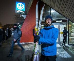 Mathieu Simard avait reçu un constat d'infraction de la STM pour avoir transporté ses skis dans le métro durant la période de pointe en 2016.