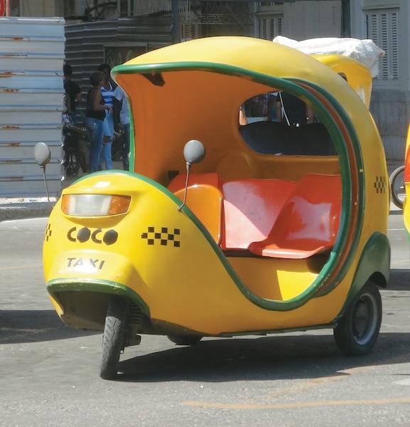 Toujours aussi populaires, les coco-taxis sont un moyen original de visiter La Havane,  Cuba.