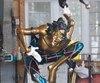Le populaire fou du roi en bronze, sculpté par l'artiste Nicole Taillon, sera rapatrié dans le Vieux-Québec.