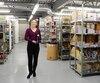 Édith Arsenault dans son immense entrepôt de Laval. Elle tient des vibrateurs mauves, la couleur la plus vendue.