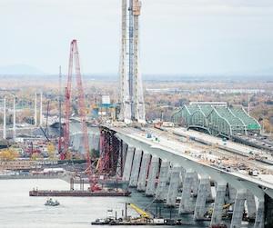 Les employés s'affairaient encore jeudi sur le futur pont Champlain.