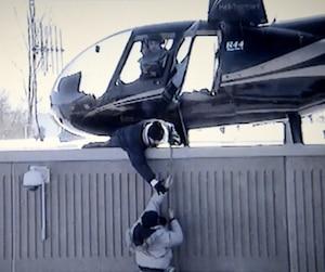 On peut apercevoir Billi Beaudoin aux côtés du pilote sur ces images filmées par une caméra de surveillance de la prison de Saint-Jérôme, pendant qu'un complice aidait le détenu Benjamin Hudon-Barbeau à s'évader, le 17 mars 2013.