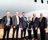 Le nouveau ministre de la Justice David Lametti (2eà droite), à l'époque secrétaire parlementaire du ministre de l'Innovation, des Sciences et du Développement économique du Canada, pose devant un GlobalEye construit sur mesure pour les forces émiraties, en compagnie notamment de l'ambassadrice du Canada en Suède Heather Grant et de dirigeants de Bombardier.