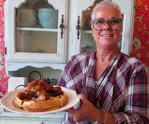 Retraitée depuis septembre 2015, Francine Devost passe presque tous ses matins à La Dinette à servir aux clients des petits déjeuners «faits avec amour».