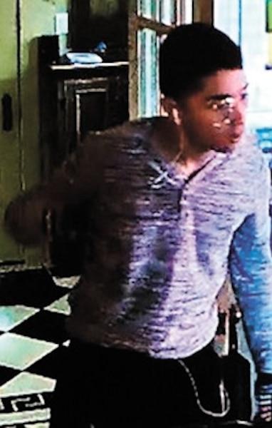 En septembre 2017, la police de Montréal a diffusé les photos de suspects recherchés pour une série d'introductions par effraction à Hampstead et dans l'ouest de Montréal.