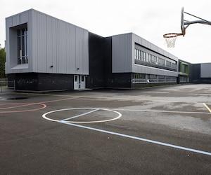 Il n'y a aucune verdure dans la cour de la toute nouvelle école du Boisé, à Laval, ouverte depuis la rentrée.