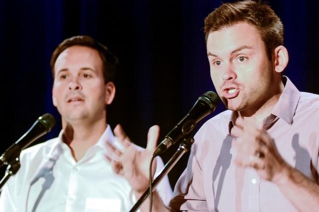 Les candidats à la chefferie du Parti québécois Alexandre Cloutier et Paul St-Pierre Plamondon, lors du débat à Drummondville mardi.