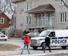 Après le meurtre d'Angela Di-Stasio, les policiers ont inspecté la scène du crime à la recherche d'éléments de preuve. Alain Gascon a été accusé de meurtre prémédité.