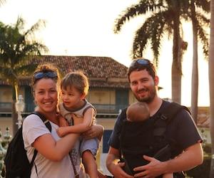 Léa Nadeau avec son copain Patrick et leurs deux enfants Téo et Ély.