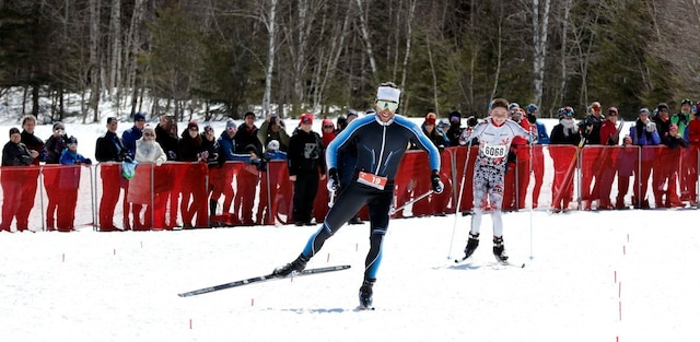 Alex Harvey a complété les derniers mètres de son marathon de 48km en doublant Jérémie Tessier qui, lui, terminait son épreuve de 25km. «Il m'a dit félicitations quand on a eu fini», a rapporté le jeune skieur de 14 ans de Longueuil.