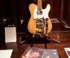 Cette guitare, mise aux enchères par Julien's, a appartenu à Robbie Robertson et a été utilisée tant par Bob Dylan que par Eric Clapton et George Harrison.