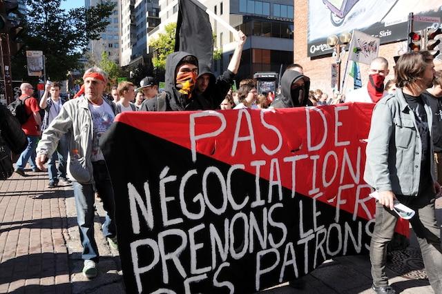 Des milliers de personnes ont pris les rues du centre-ville de Montréal pour crier leur indignation face à la hausse des tarifs d'Hydro-Québec et les mesures d'austérité du gouvernement le samedi 28 septembre 2013.