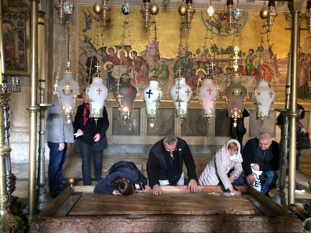 Trajet de Jésus sur la Via Dolorosa, aussi appelée chemin  du Calvaire, jusqu'au Saint-Sépulcre, où se trouve son  tombeau.
